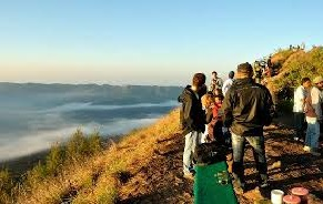 local guide mount batur trekking