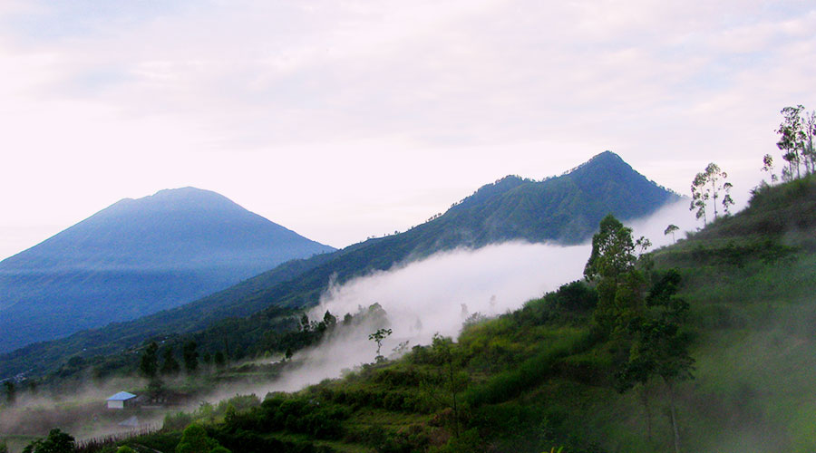 hiking-to-mount-abang-bali