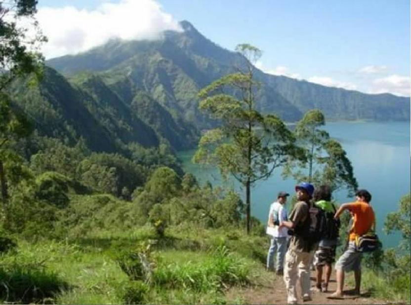 bali-caldera-sunrise-hiking